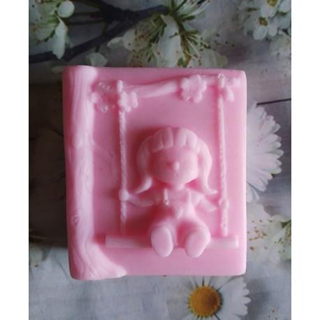 Jabón niña columpio