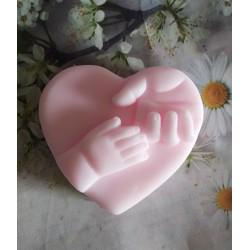 Jabón corazón manos bebé