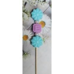 Brocheta flores + inicial